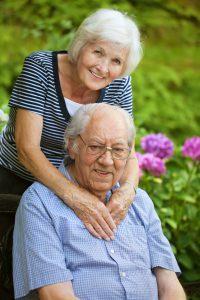 Eine Frau hat für ihren Mann erfolgreich Kurzzeitpflege beantragt.