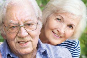 Ein älteres Paar hat erfolgreich Kurzzeitpflege beantragt.